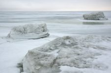 Free Winter Ice Sea.white Ice Royalty Free Stock Photography - 2940737