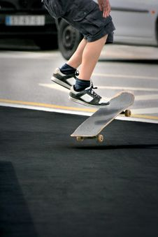 Free Skate Jump Royalty Free Stock Photo - 2940845