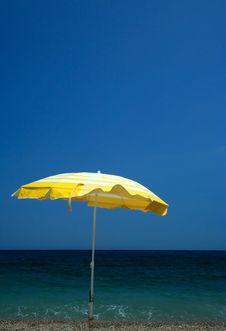 Free Yellow Parasol On Beach Stock Image - 2943951