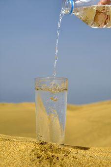 Free Fresh Water And Desert Stock Image - 2946761