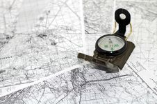Free Compass On The Background Maps Stock Photos - 29495673