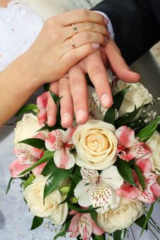 Free Wedding Hands Royalty Free Stock Photography - 2951367