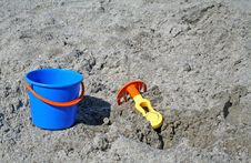 Free Bucket And Rake Royalty Free Stock Images - 2951709
