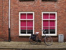 Free Bicycle On A Brick Wall Stock Images - 29509484