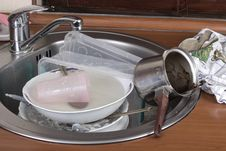 Free Dirty Dishes In The Sink Royalty Free Stock Photos - 29543098