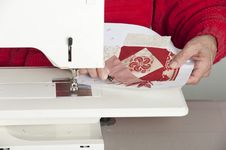 Free Female Quilter Cutting Thread Stock Images - 29576224