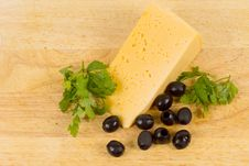 Free Cheese Served With Black Olives Royalty Free Stock Images - 29577339