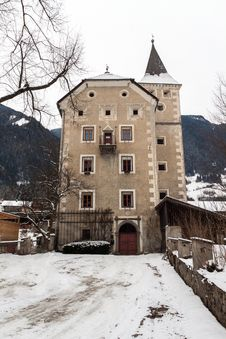 Free Castle Villa Ottone Royalty Free Stock Photos - 29584258