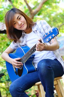 Free Beautiful Asian Woman Holding Guitar Royalty Free Stock Photo - 29594945