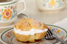 Free Cream Puff Royalty Free Stock Image - 29599036