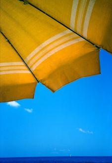 Free Yellow Umbrella Royalty Free Stock Image - 2960106