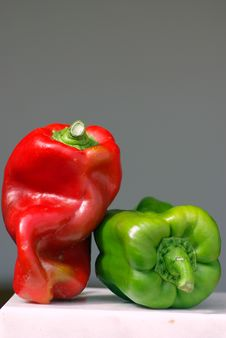Free Green And Red Pepper Royalty Free Stock Image - 2960456