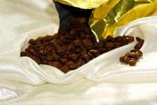 Free Pouring Beans Royalty Free Stock Photography - 2962607