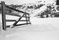 Free Snowy Gate Royalty Free Stock Image - 2963436