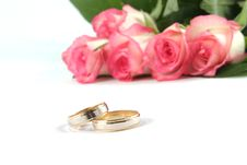 Free Wedding Rings And Roses Stock Photography - 2965432