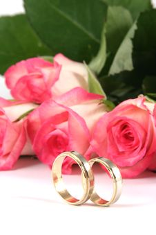 Free Wedding Rings And Roses Royalty Free Stock Photo - 2965505
