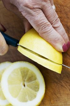 Free Cutting Lemons Royalty Free Stock Photo - 2968105