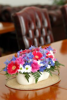 Free Flower Table Decoration Royalty Free Stock Photos - 2969658