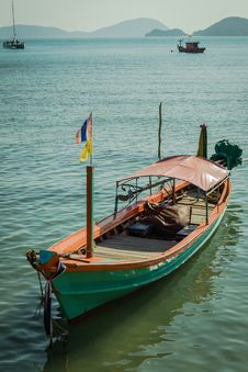Free A Green Long Tail Boat Royalty Free Stock Photo - 29603535