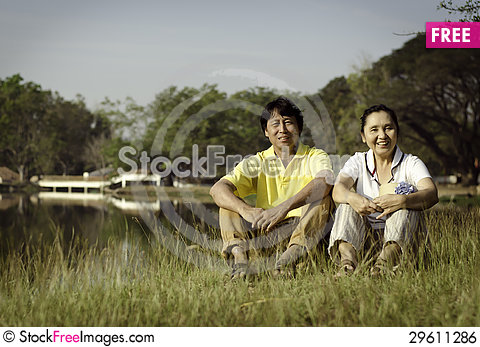 Free Portrait Of Beautiful Couple Sitting On Ground In Park Royalty Free Stock Image - 29611286