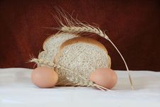 Free Brown Bread And Eggs Royalty Free Stock Images - 29630739