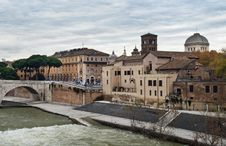 Free Embankment Of The River Tiber, Rome Royalty Free Stock Image - 29671716