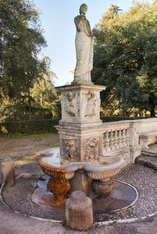 Free Ancient Statue In The Park Of The Villa Borghese Royalty Free Stock Photos - 29671728