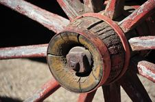 Free Western Vagon Wheel Royalty Free Stock Photo - 29687975