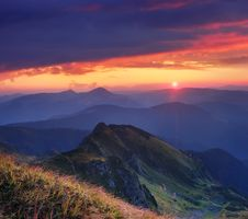 Free Beautiful Sunrise In The Mountains Stock Images - 29698014