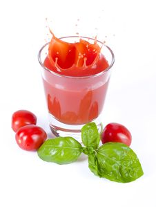 Free Fresh Tomato Juice Splashing With Basil Royalty Free Stock Photos - 29710818