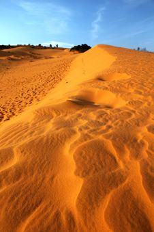 Free Red Sand Dunes. Mui Ne, Vietnam Royalty Free Stock Images - 29717459