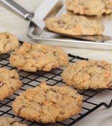 Free Peanut Butter Cookies Cooling Stock Photo - 29729950