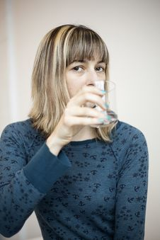 Free Young Woman Drinking Water Royalty Free Stock Images - 29742889