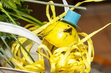 Free Small Yellow Bird Ornament With Top Hat Stock Photos - 29767513