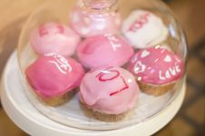 Free Sweet Pink Muffins With Messages In A Glass Bowl Royalty Free Stock Photo - 29767605