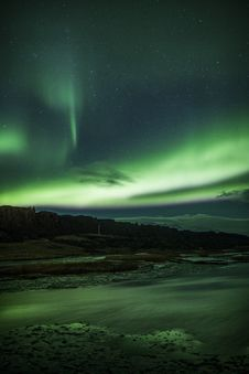Free Northern Lights Above A Lagoon In Iceland Royalty Free Stock Photo - 29781055