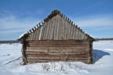 Free Old Wooden Barn On A Snowy Field Stock Image - 29784801