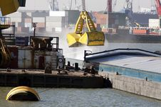 Free Loading Bulk In A Barge Royalty Free Stock Photography - 29792007