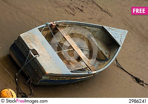 Free Old Beached Rowing Boat Stock Image - 2986241