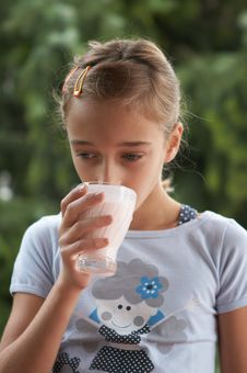 Free Girl Drinking Milk Royalty Free Stock Photography - 2987777