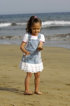 Free Child On Beach Royalty Free Stock Photos - 2989908