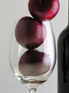 Free Plums And Wine Royalty Free Stock Photo - 2989915