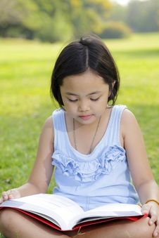 Free Asian Little Girl Reading Book Stock Images - 29822864