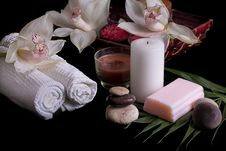 Free White Orchids, Spa Products In Wooden Box Stock Photography - 29837162