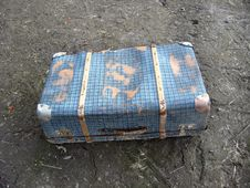 Free Old Suitcase On The Ground Royalty Free Stock Images - 29849449