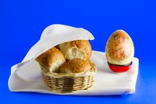 Buns In A Basket And An Easter Egg Royalty Free Stock Image