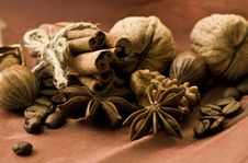 Free Spices And Nuts Royalty Free Stock Photo - 29881165