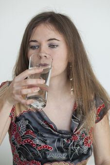 Free Young Woman With Beautiful Green Eyes Drinking Glass Of Water Royalty Free Stock Images - 29883919