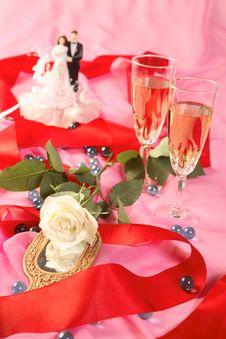 Free Wedding Cake Dolls, Rose Royalty Free Stock Photos - 2990398
