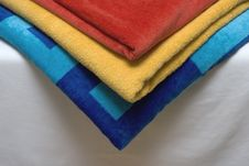 Free Towels On A Bed Royalty Free Stock Images - 2991459